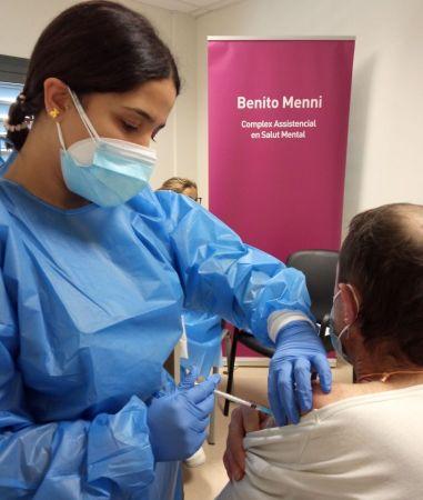 Vacunació a la residència de salut mental de Benito Menni CASM a l'Hospitalet